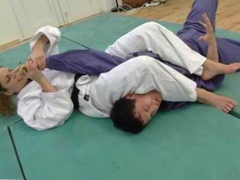 female vs male judo (http://www.mixedmartialarts.eu.com)
