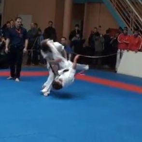 Epic karate knockout of the 2013 Shinkyokushinkai karate