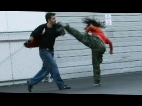 Taekwondo Girl vs Boxing Guy – Street Fight Scene